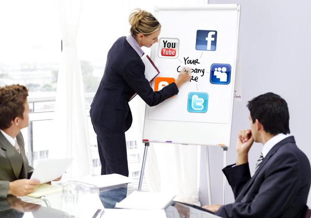 وظایف اپراتور شبکه های اجتماعی در لاین استور