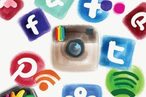 آشنایی با شبکه های اجتماعی برای جذب مشتری[اسلاید]